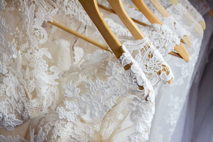 結婚式前にカラードレスの色を聞くのは常識?それとも非常識?